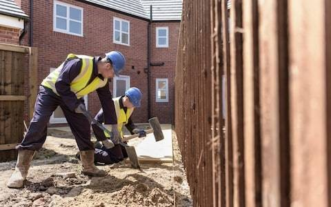 Post-Brexit immigration crackdown threatens housebuilding, MPs warn