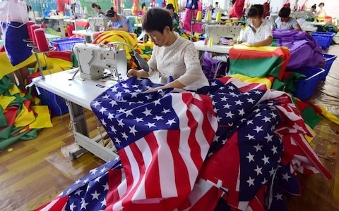 Weak confidence in US and eurozone add to global slowdown fears