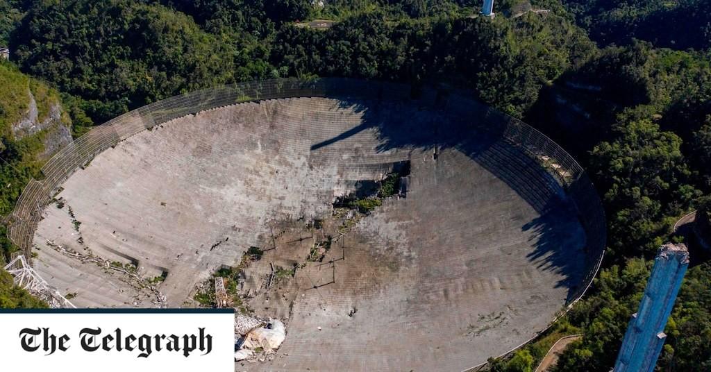 Huge Arecibo telescope from GoldenEye movie collapses in Puerto Rico
