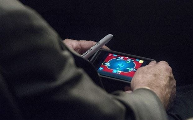 Poker-faced John McCain caught playing on smartphone during Senate's Syria hearing