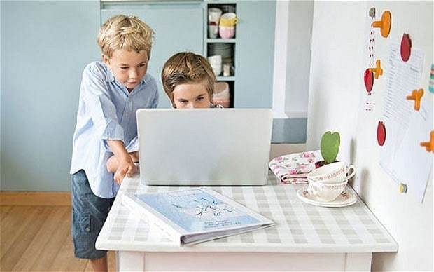 Limit teens' web access to two hours a day, parents told