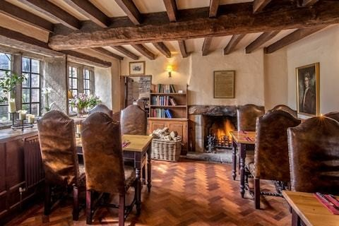 The best pubs with rooms in the Peak District, from cosy coaching inns to rustic farmhouses