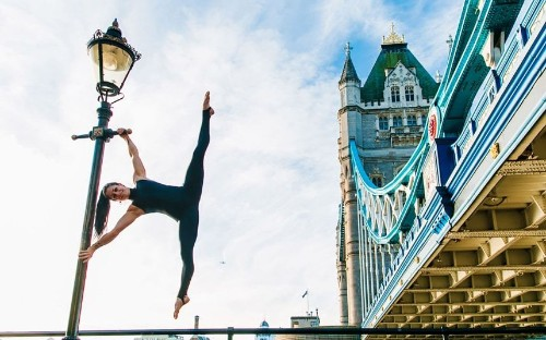 Urban yoga: Athletes perform bendy poses in UK and New York, in pictures - Telegraph