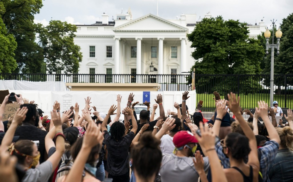 George Floyd protests: Hundreds march on White House to voice anger at police killing
