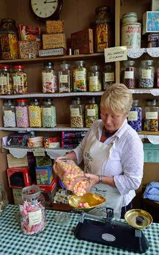 Victorian sweet shop manager quits over barcode row