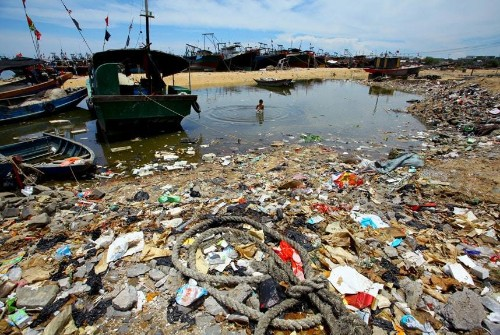 The world's oceans as rubbish dumps