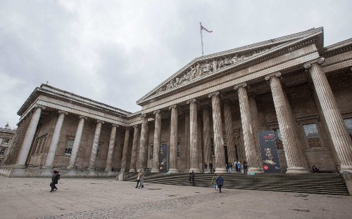 Major London museums should hold exhibitions on 'pressing' national issues, heritage chief says