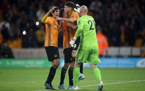 10-man Wolves defeat Reading on penalties in dramatic League Cup tie