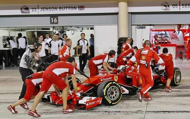 Bahrain Grand Prix 2015: Lewis Hamilton makes it four-poles-out-of-four