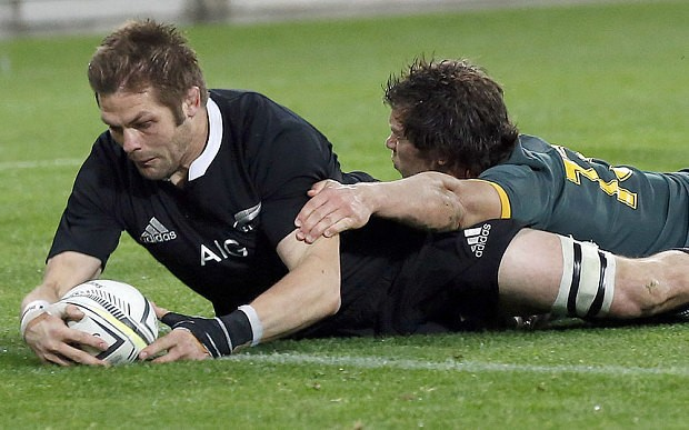 New Zealand 14 South Africa 10 - Richie McCaw try earns All Blacks close-fought victory over Springboks in Rugby Championship