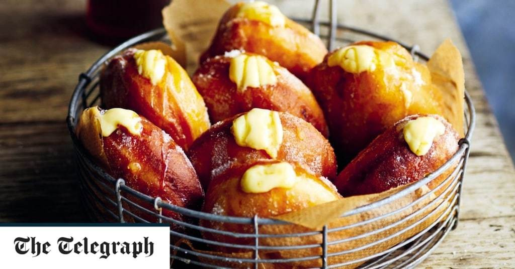 Apple and custard doughnuts recipe