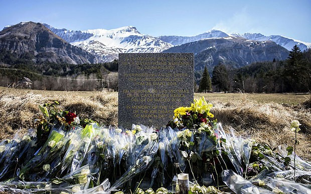 Germanwings crash families attack Lufthansa CEO over 'deeply offensive' compensation offer