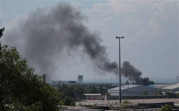 Ukraine launches air strike against rebels who seized Donetsk airport
