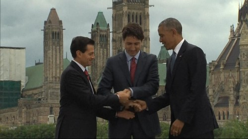 'Three Amigos' Obama, Trudeau and Nieto attempt awkward three-way handshake