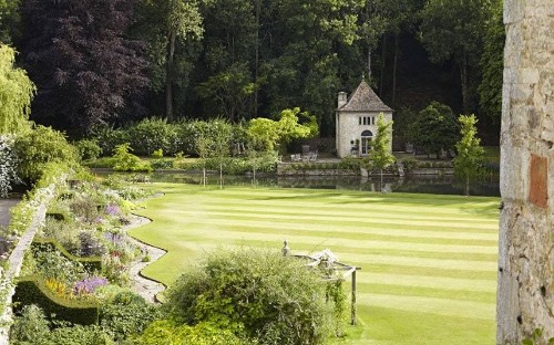 Secret gardens of the Cotswolds - Telegraph