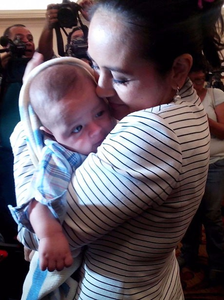 El Salvador baby swap couple claim 'five other child mix-up cases'