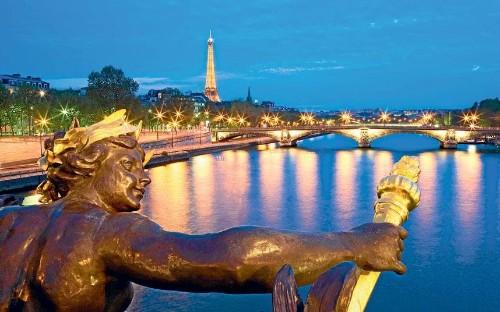 Seine river cruise: seduced by the Seine