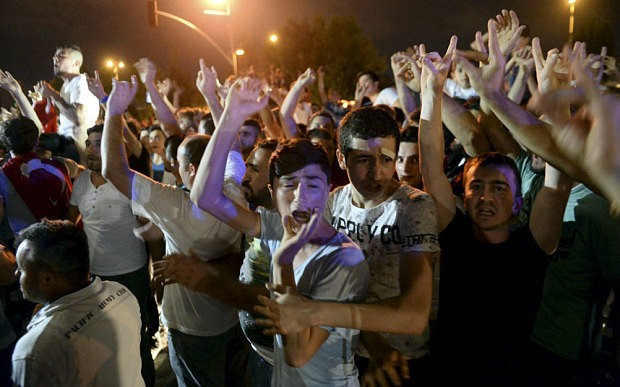 Fears of civil war as mobs attack Kurdish targets in Turkey