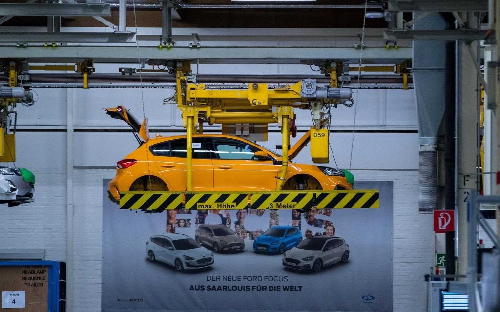 Lockdown sends new car sales crashing