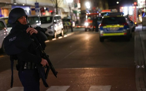 Hanau shooting: Police search for gunmen after eight killed at shisha bars in Germany