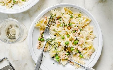 Farfalle pasta with brown shrimp, lemon and peas recipe