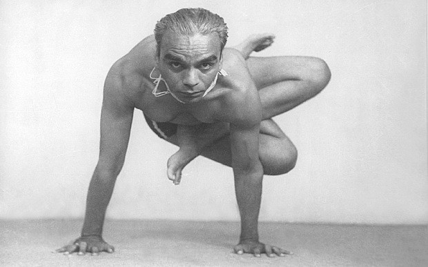 Who was BKS Iyengar and how did he spark the global craze for yoga?