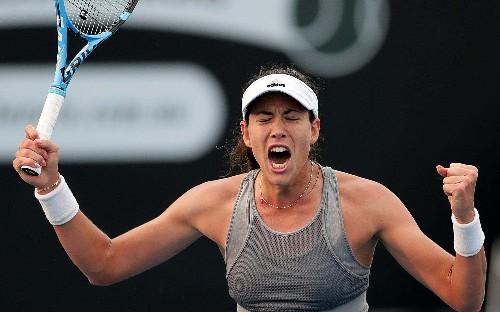 Garbine Muguruza sets up Australian Open semi-final showdown with Simona Halep