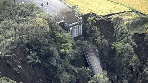 Japan earthquake: 250,000 people told to 'leave homes' amid fears of new tremors