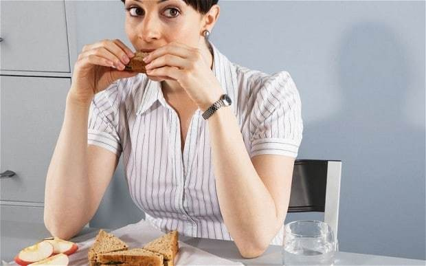 Workers more positive if they eat outside the office, study finds