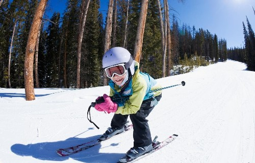 10 ways to get your children to love skiing