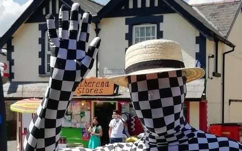 'Mystery' mime-artist vanishes with fete-goers cash after asking them to pay to guess his identity
