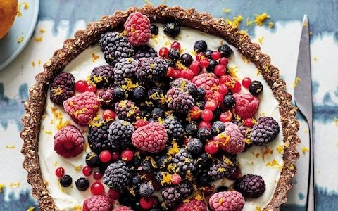 No-bake Greek yogurt and berry tart recipe