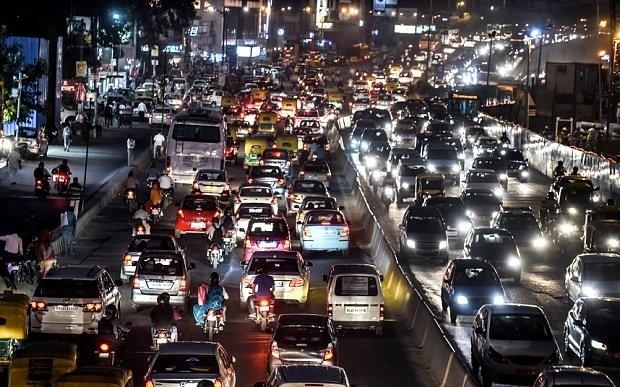 India introduces car ban to battle Delhi smog