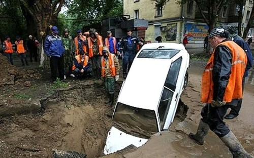 In pictures: the Russian city of Samara being 'eaten alive' by sinkholes - Telegraph