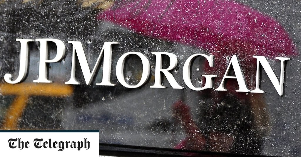 JPMorgan tells some UK staff to keep coming to the office