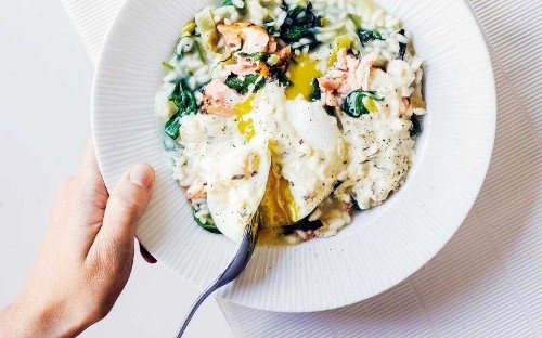 Salmon and spinach risotto with poached egg and herb cream