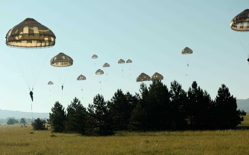 British airborne forces join Nato allies in show of force to Russia