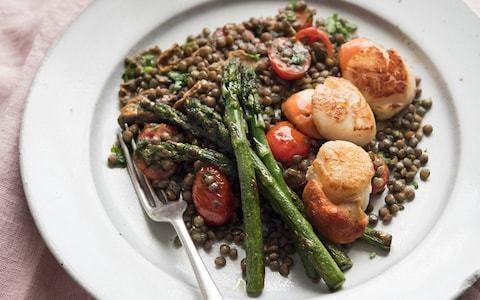 Scallops with puy lentils, porcini and asparagus