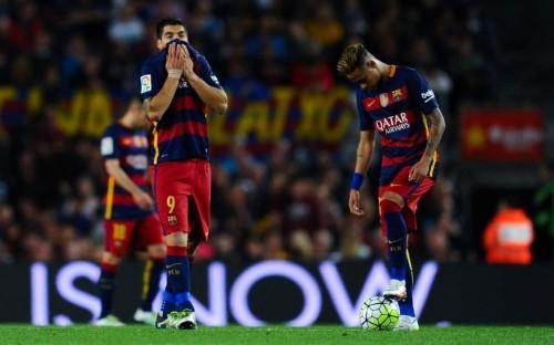 Barcelona 1 Valencia 2: Messi scores 500th goal but Barca falter again