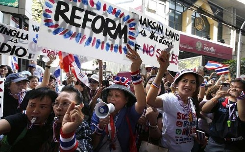 Bangkok: warning to avoid protests after grenade attack