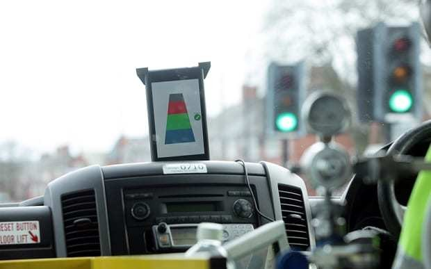 Gadget which turns all traffic lights green trialled in UK
