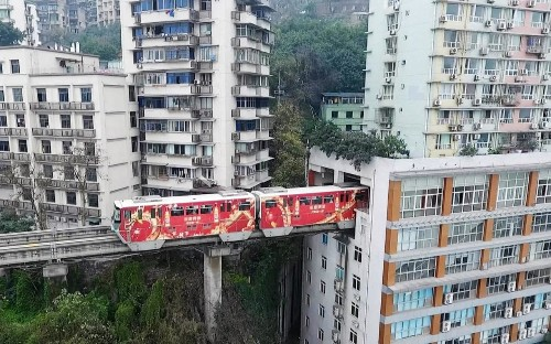 Incredible train 'disappears' through block of flats in China's 'Mountain City'