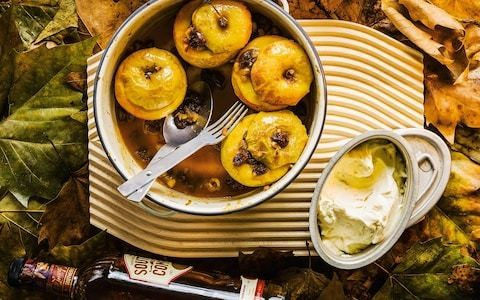 Stuffed baked apples with marmalade and Southern Comfort cream recipe