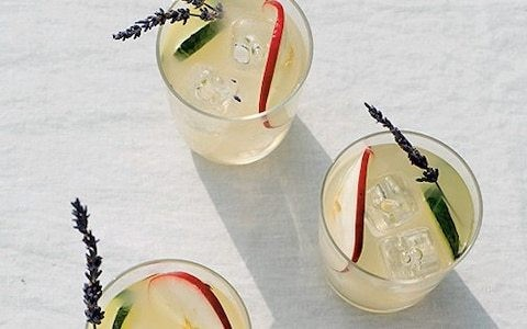 Apple and elderflower gin cocktail recipe