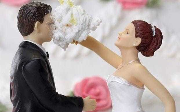 Singles 'more fulfilled, sociable and self-sufficient than married people'