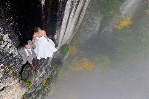 Extreme wedding photographer Jay Philbrick helps newlyweds tie the knot - Telegraph