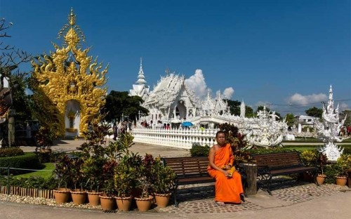 Thailand issues good behaviour manual for Chinese tourists
