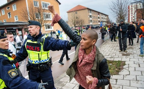 Swedish activist faces off against more than three hundred neo-Nazis