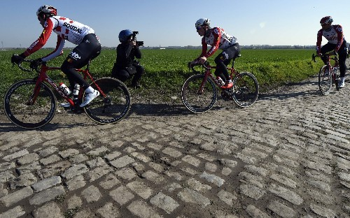 Welcome to hell – teams and riders reconnoitre the cobblestones of Paris-Roubaix