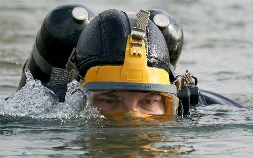 Fluorescent lights to help police divers find human remains